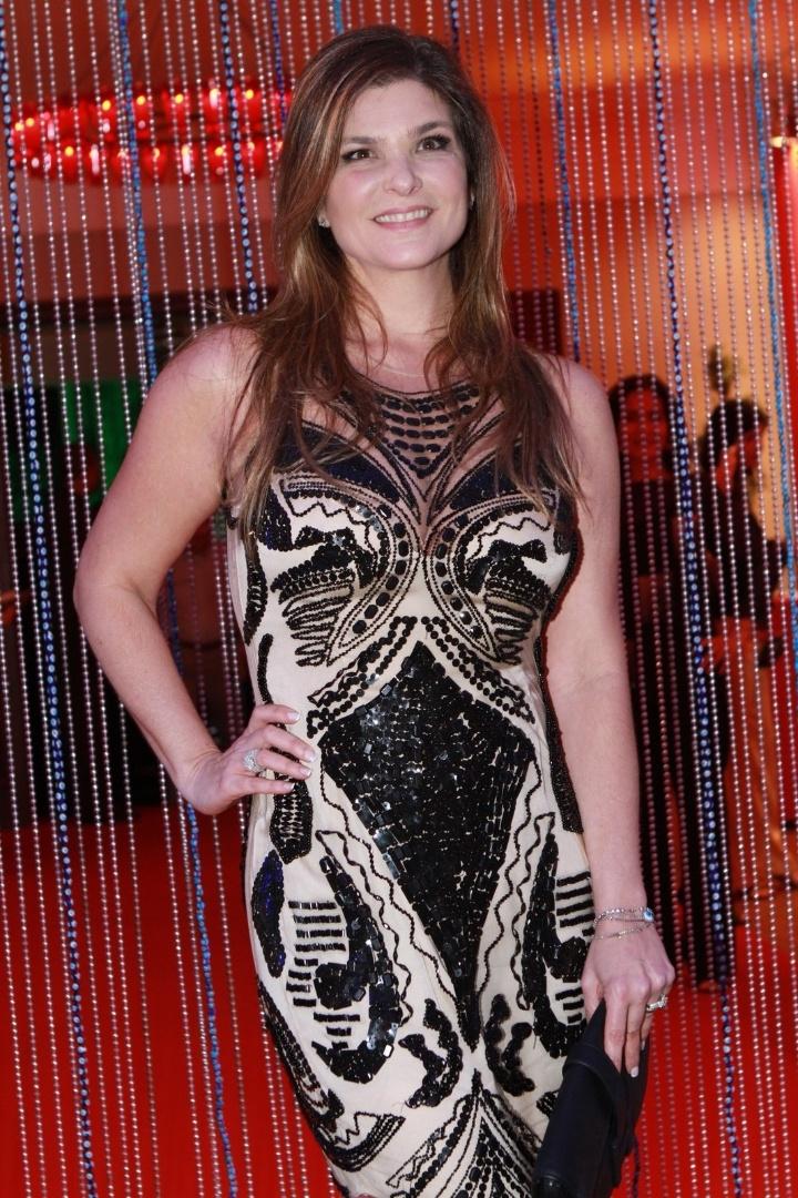 """Cristiana Oliveira participa de festa de estreia da novela """"Salve Jorge"""". A trama começa no dia 22 de outubro e substituirá """"Avenida Brasil""""  (10/10/12)"""