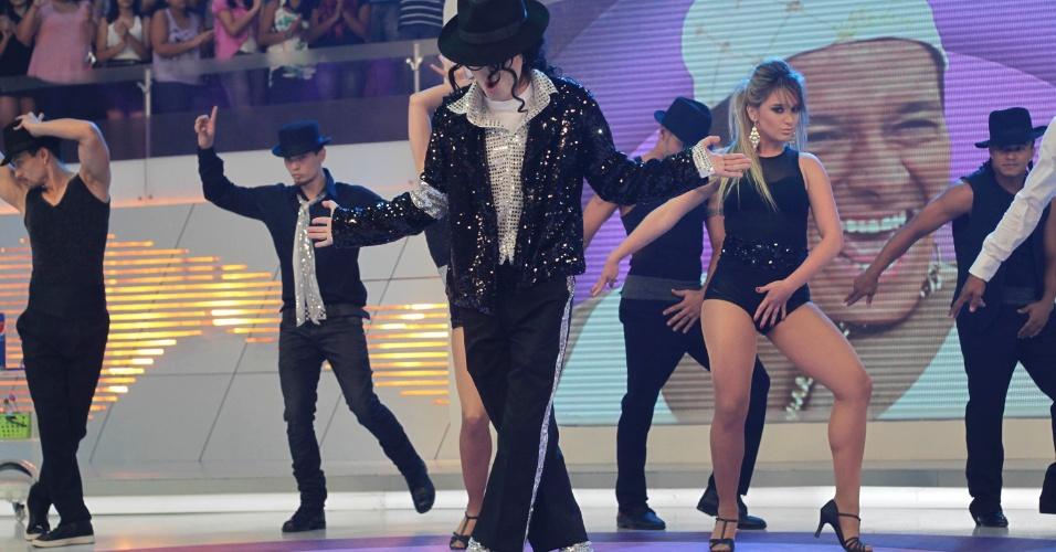 """Pe Lanza do Restart se apresenta no programa """"O Melhor do Brasil"""", que vai ao ar no dia 20 de outubro. O cantor imitou Michael Jackson no quadro """"Dança Gatinho"""" (10/10/2012)"""
