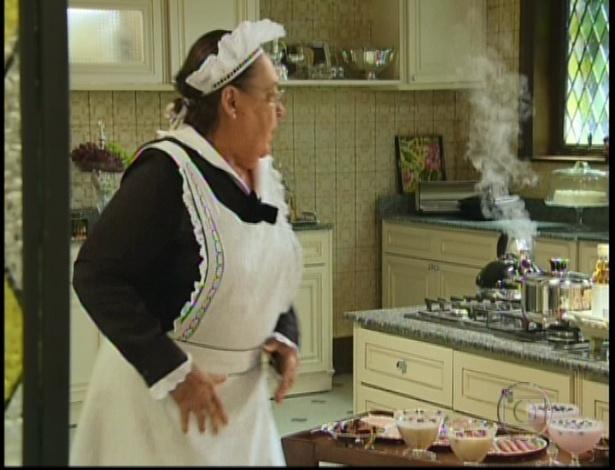 A empregada Olívia descobre que Charlô e Otávio irão tomar café juntos e toda a cena da guerra de comida que aconteceu com os tios Cumbuca e Bimbo