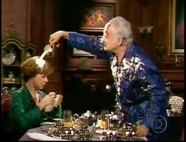 Durante a guerra da atual novela, cenas de 1985 com Cumbuca e Bimbo são intercaladas
