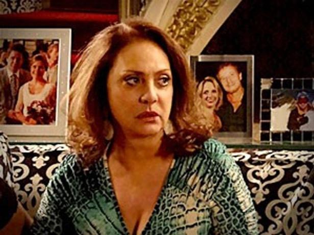 """Em """"Avenida Brasil"""", Muricy propõe a Leleco que eles fiquem juntos, ao lado dos filhos (11/10/12)"""
