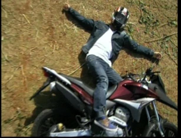 Pedro cai da moto