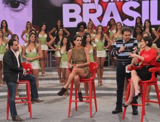 """Luciano, Fernanda Motta e Deborah Secco participaram do """"Domingão do Faustão"""" (14/10/12)"""