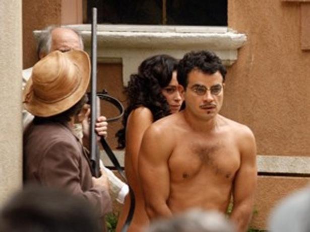 """Em """"Gabriela"""", Coriolano coloca Josué e Glória nus na rua (16/10/12)"""