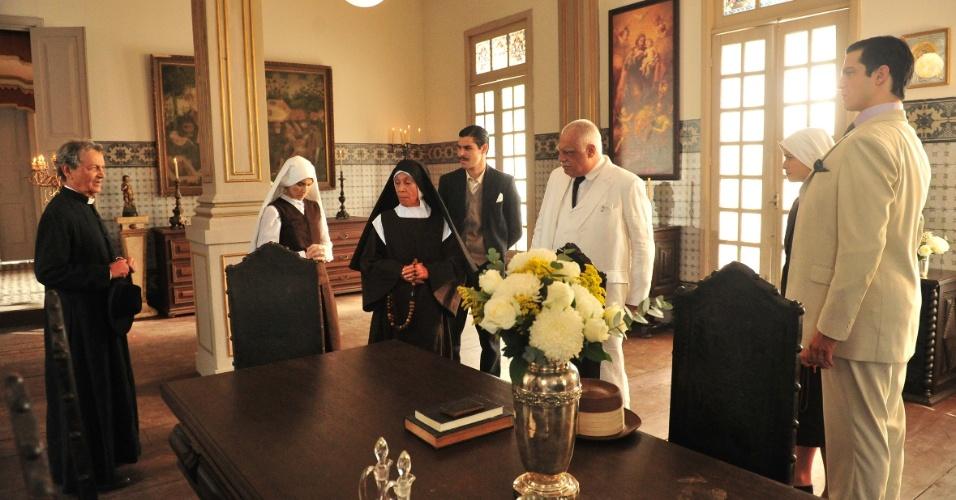 """Em """"Gabriela"""", Ramiro flagra Gerusa tentando fugir do convento com Mundinho (15/10/12)"""