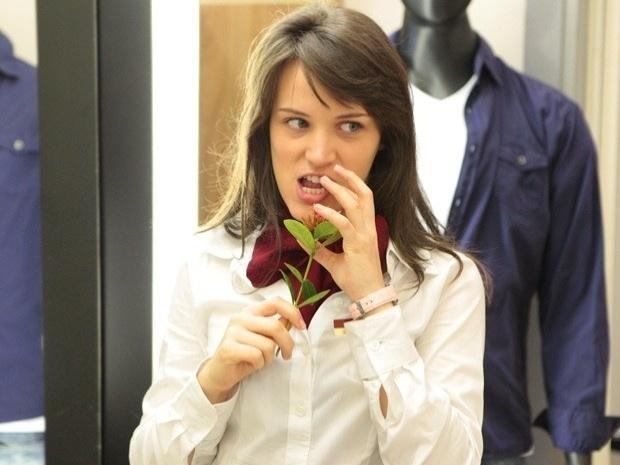 """Em """"Guerra dos Sexos"""", Carolina maltrata Ulisses (15/10/12)"""