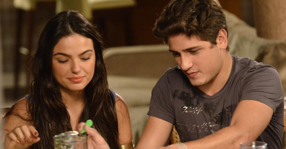 Suelen (Isis Valverde) e Roni (Daniel Rocha)