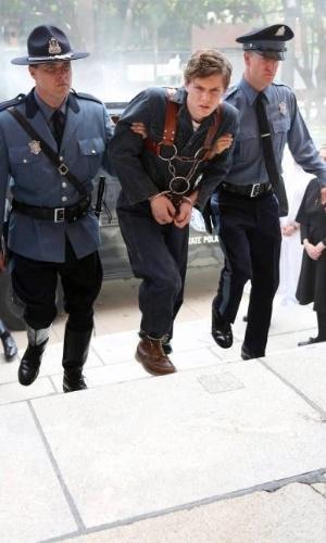 """Ator que participou da primeira temporada como o problemático Tate Langdon, Evan Peters volta como um jovem louco na segunda temporada da série, """"Welcome to Briarcliff"""""""