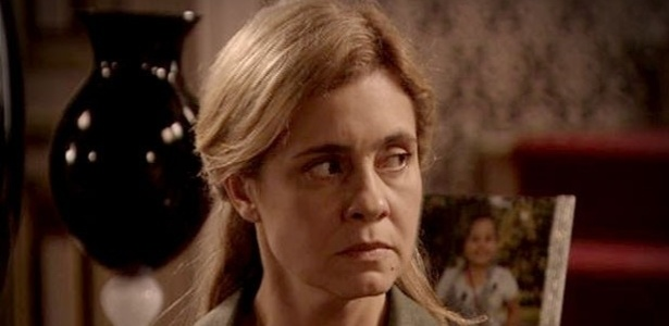 """Em """"Avenida Brasil"""", a pedido de Santiago, Carminha vai até a mansão (16/10/12)"""