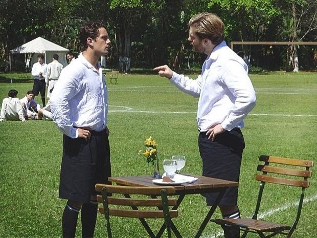 """Em """"Lado a Lado"""", Edgar exige que Albertinho assuma a paternidade do filho de Isabel (16/10/12)"""