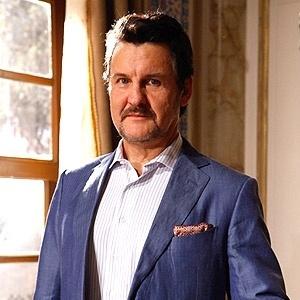 Na trama, Mustafa (Antônio Caloni) vive na Turquia e é um rico comerciante de Istambul. Tem um grande entusiasmo por tudo que diga respeito à Turquia e sua cultura