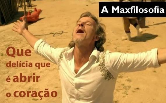 O meme faz referência a cena em que Max (Marcello) surta depois de entregar Carminha (Adriana Esteves) para Tufão (Murilo Benício) e faz a amante e os pais de reféns