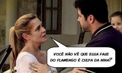"""O meme faz referência a cena de """"Avenida Brasil"""", em que Tufão (Murilo Benício) pede para Carminha (Adriana Esteves) não ir embora da mansão e continuar com ele"""