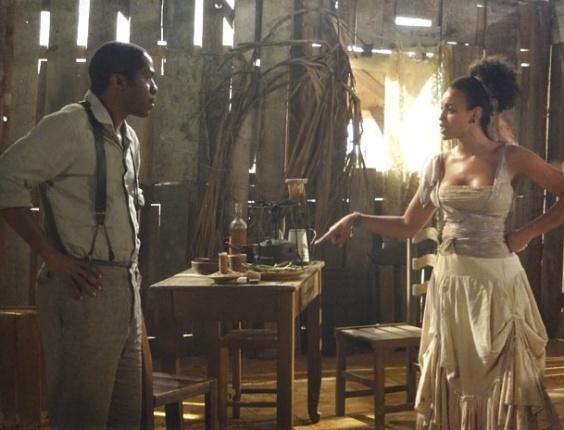 """Em """"Lado a Lado"""", Berenice conta para Zé Maria que Albertinho é o pai do filho de Isabel (19/10/2012)"""