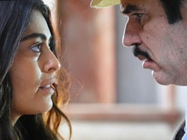 Nacib convida Gabriela para ser sua cozinheira e a morena aceita (18/10/12)