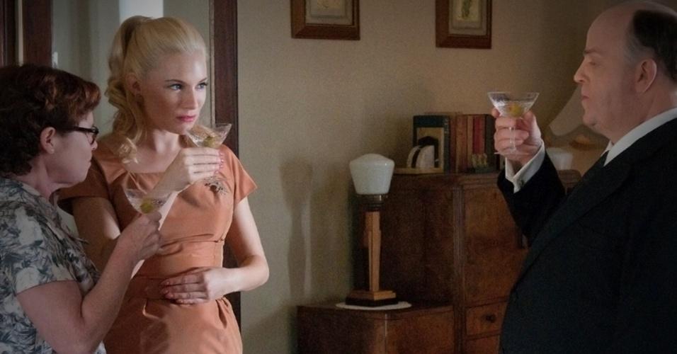 """A atriz Sienna Miller em cena do telefilme """"The Girl"""", que estreia na HBO dos Estados Unidos no próximo sábado (20)"""