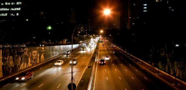 """A avenida 23 de Maio com pouca movimentação de carros durante o capítulo final de """"Avenida Brasil"""" (19/10/12)"""