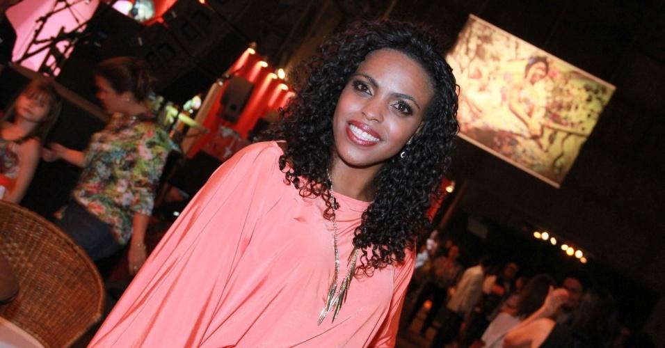 """Ana Pérola na festa de """"Suburbia"""", nova minissérie da Rede Globo (18/10/12)"""