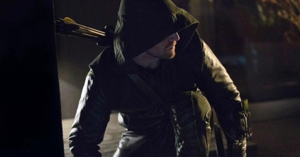 """""""Arrow"""" é estrelada por Stephen Amell (""""Private Practice"""") como o bilionário Queen. Em sua identidade secreta, ele se transforma numa espécie de Robin Hood contemporâneo (19/10/12)"""