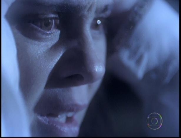 Carminha fica transtornada ao ver que teve que matar Max no último capítulo de