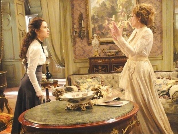 Em Lado a Lado, Laura defende Isabel do ataque de Constância
