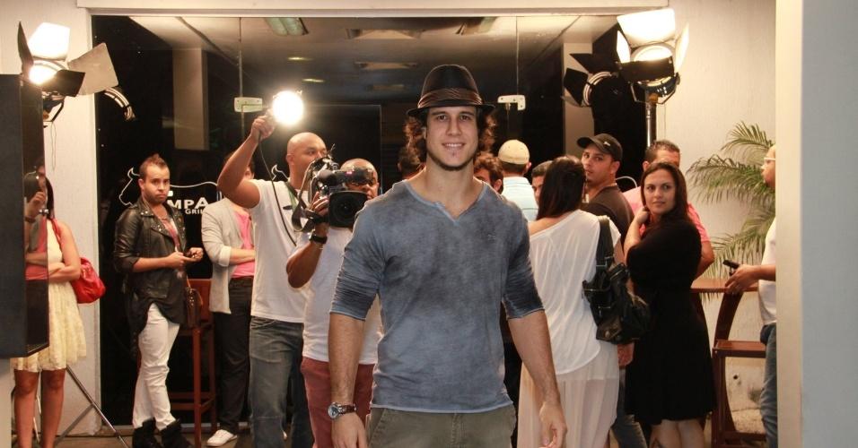 """Emiliano D?Avila, que interpreta Lúcio, disse que cresceu na trama depois que """"comeu"""" a Carminha (19/10/12)"""