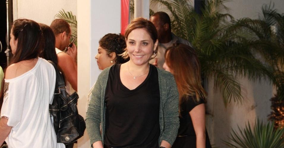 Heloísa Perissé, a dona do salão Monalisa, vai ao encontro do elenco sem maquiagem nenhuma (19/10/12)