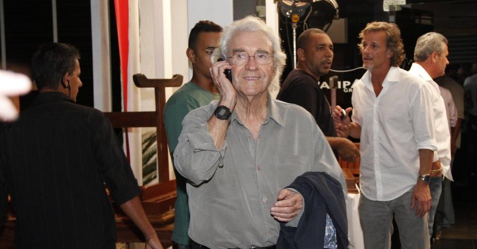 """Juca de Oliveira, intérprete de Santiago, chega para assistir ao último capítulo de """"Avenida Brasil"""" (19/10/12)"""