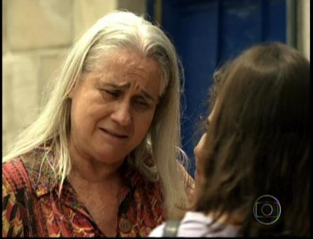 Lucinda sai da prisão depois de Carminha confessar que matou Max, no último capítulo de