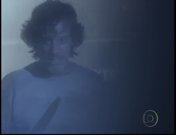 Max pega uma faca na casa de Lucinda e impede Janaina de feri-lo no último capítulo de