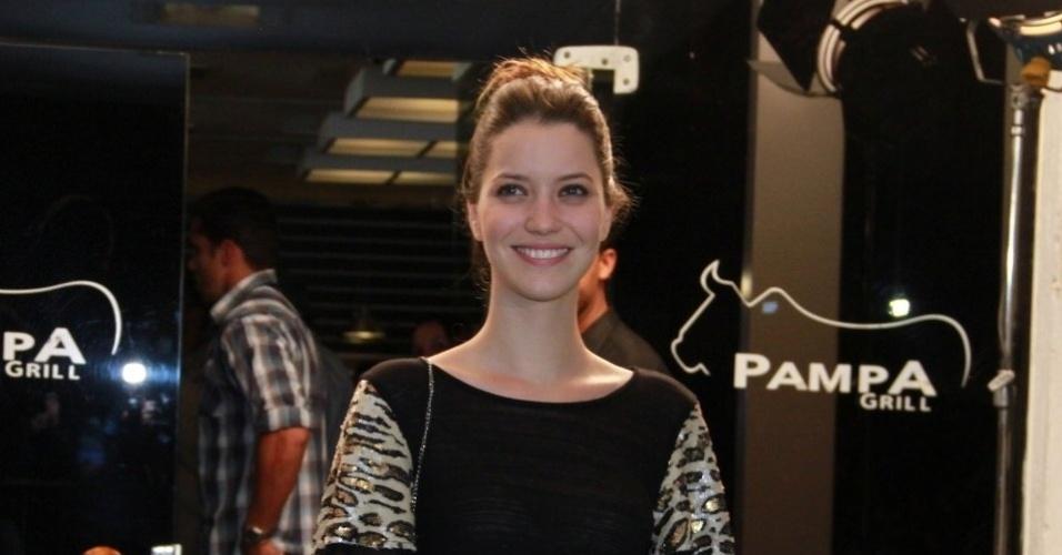 Nathalia Dill, que interpreta Débora, filha de Verônica (Débora Bloch), assiste ao último capítulo junto com o elenco (19/10/12)