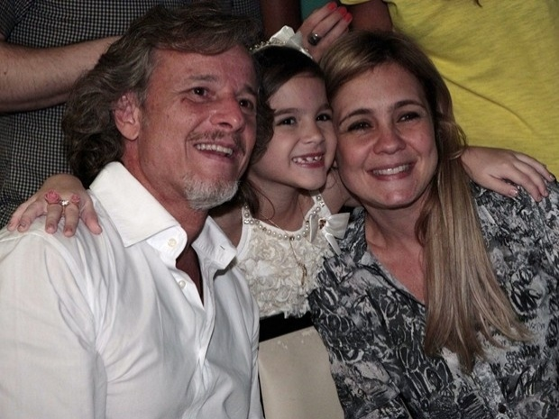 """Os atores Marcello Novaes, Mel Maia e Adriana Esteves assistem ao último capítulo de """"Avenida Brasil"""" (19/10/12)"""