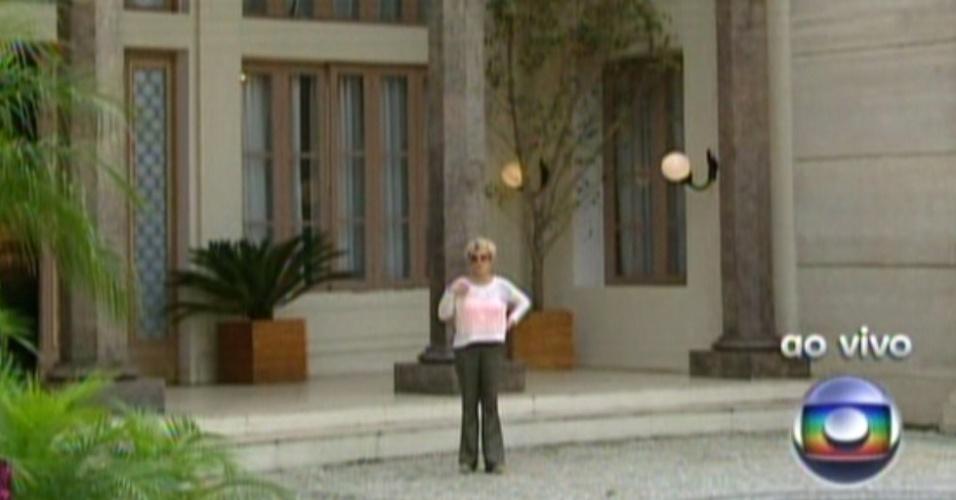 Ana Maria Braga mostra a fachada da mansão de Tufão (Murilo Benício) (22/10/12)