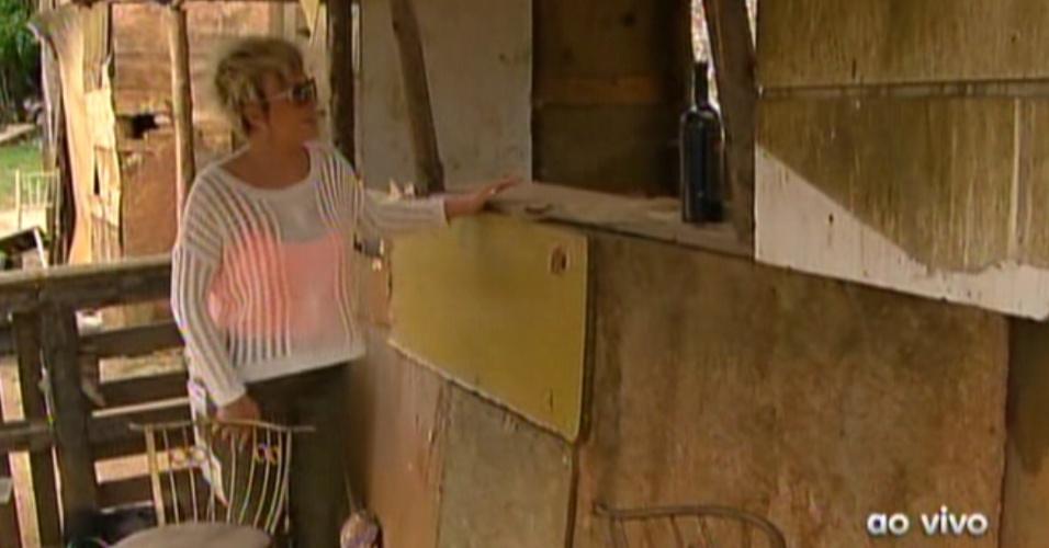 """Ana Maria Braga mostra o bar do lixão de """"Avenida Brasil"""" (22/10/12)"""
