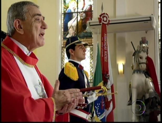 Devoto de São Jorge, Théo fica no altar durante a missa