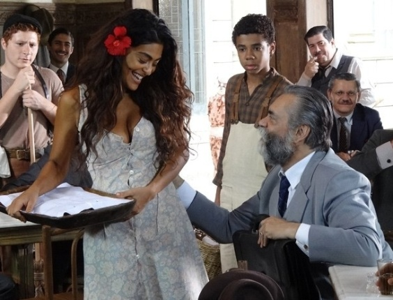 """Em """"Gabriela"""", Ezequiel passa a mão boba em Gabriela e Nacib finge não sentir ciúmes (23/10/2012)"""