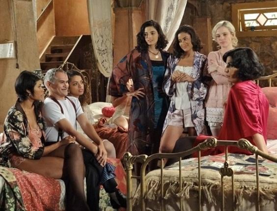"""Em """"Gabriela"""", Miss Pirangi dá adeus às amigas do Bataclã para viver com Amâncio (23/10/2012)"""