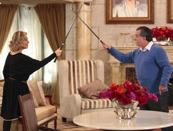 """Em """"Guerra dos Sexos"""", Charlô e Otávio decidem o destino da Positano no golfe"""