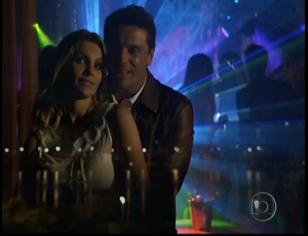 Jorge e Érica dançam juntos e conversam sobre o futuro em balada