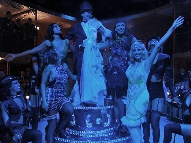 """Em """"Gabriela"""", Miss Pirangi """"se torna"""" metade mulher em noite no Bataclã (23/10/12)"""