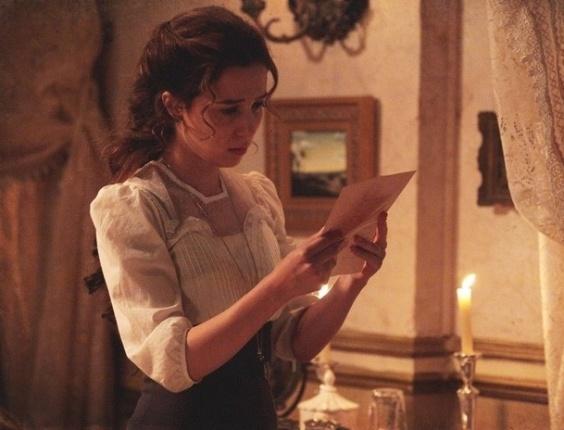 """Em """"Lado a Lado"""", insegura, Laura não entrega a carta de Catarina para Edgar"""