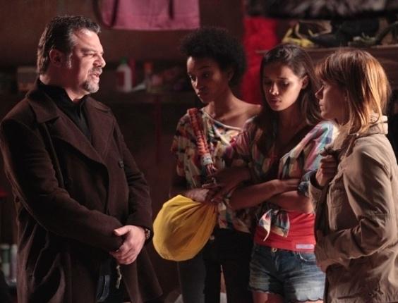 """Em """"Salve Jorge"""", Russo põe Jéssica na linha e a garota aprende as regras do bordel"""