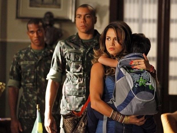 """Em """"Salve Jorge"""", Theo tira Morena da prisão (23/10/12)"""