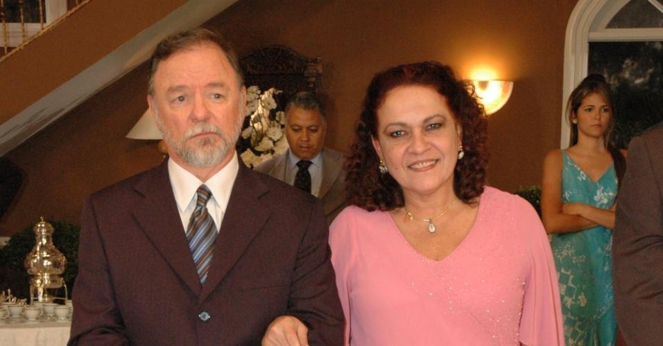 """Ewerton de Castro e Regina Dourado em cena da novela """"Bicho do Mato"""", da Record (2006)"""