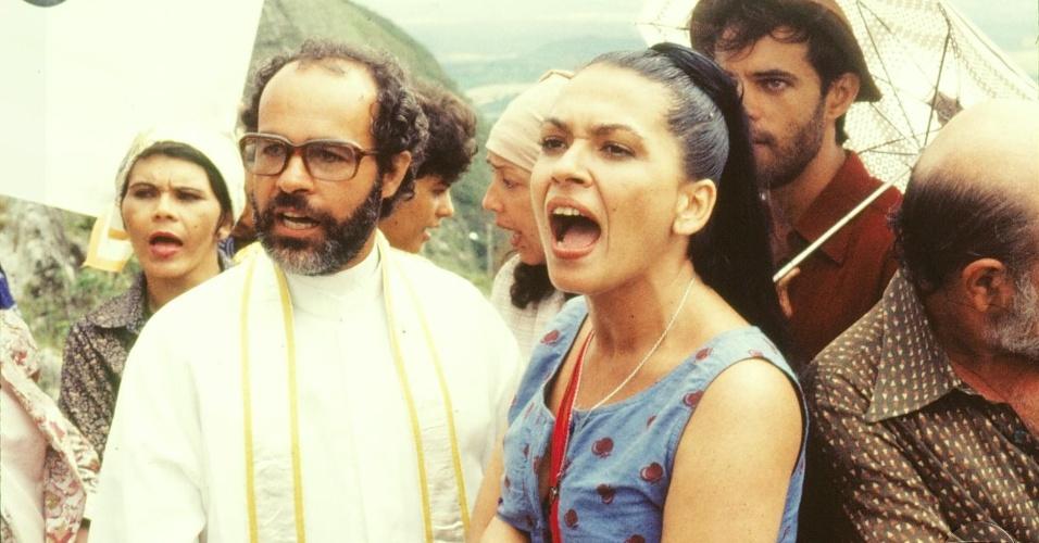 """Osmar Prado e Regina Dourado em cena da minissérie """"O Pagador de Promessas"""", da Globo (1988)"""