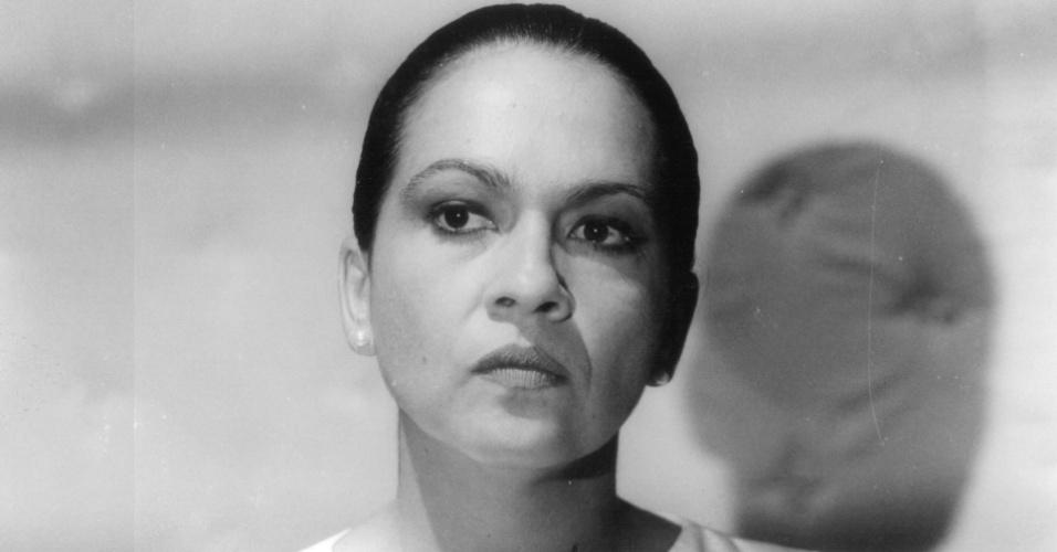"""Regina Dourado durante gravação da novela """"O Sorriso do Lagarto"""", da Globo (1991)"""