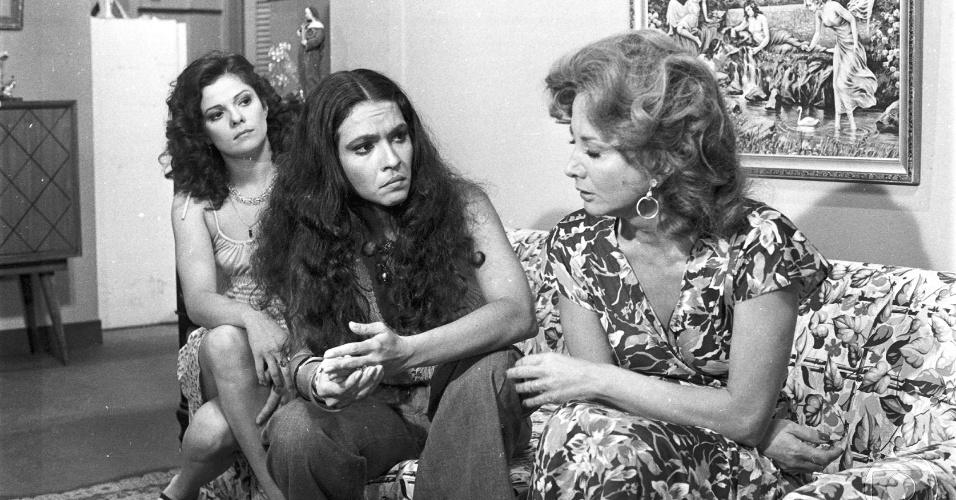 """Tessy Callado, Regina Dourado e Glória Menezes em cena da novela """"Pai Herói"""", da Globo (1979)"""