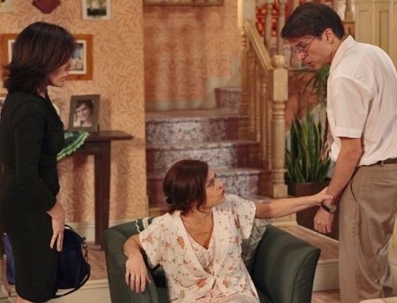 """Em """"Guerra dos Sexos"""", com ciúmes, Nieta expulsa Dino de casa (25/10/12)"""