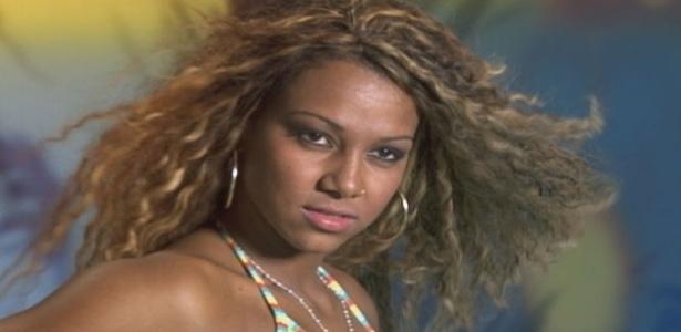 Karine Dornelas, de 19 anos, é natural do Rio de Janeiro. Além de estudar ela é dançarina de funk (25/10/12)