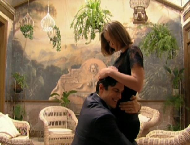 """Gerusa conta para Mundinho Falcão que está esperando um filho dele, e ele a pede em casamento no último capítulo de """"Gabriela"""" (26/10/12)"""